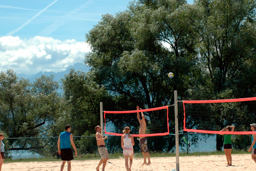 Un petit match de volley dans le sable